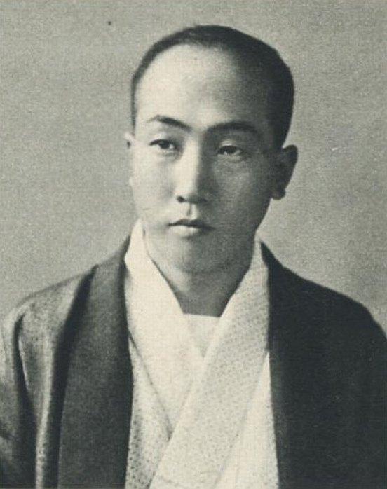 久しぶりの作家シリーズ、推理小説界の巨星・江戸川乱歩です。(1)1912年 18歳の頃(2)1926年 左から2番目、3