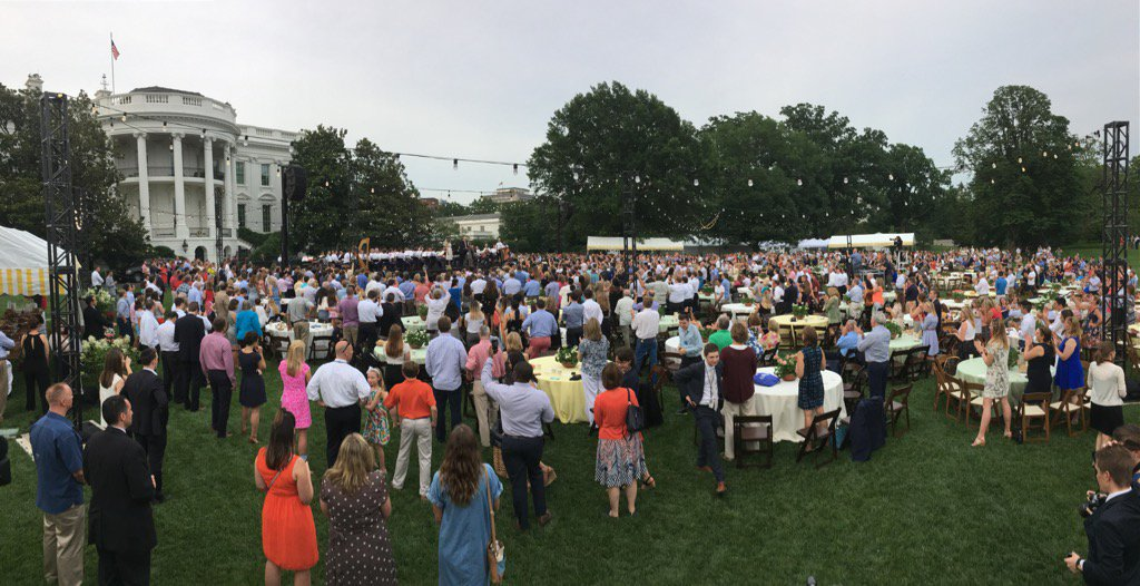 RT @PressSec: .@POTUS @FLOTUS @VP @SecondLady welcome members of Congress to the @WhiteHouse congressional picnic https://t.co/pkloF8HY9t