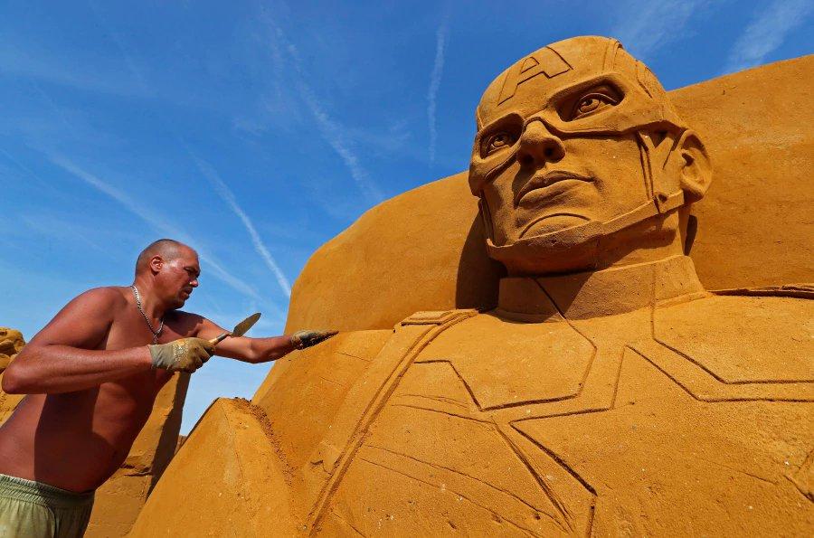 Sand sculpture festival brings super-heroes to Belgian beach