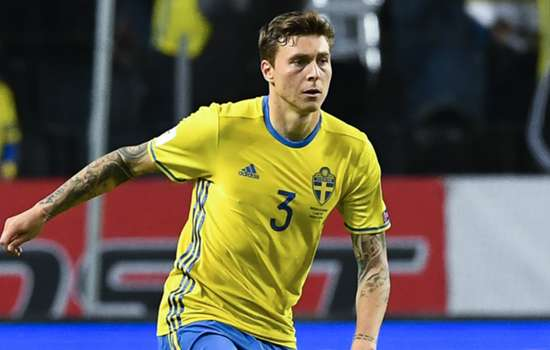 'Best centre-back in the world!' - Man Utd fans can't contain excitement at Lindelof deal