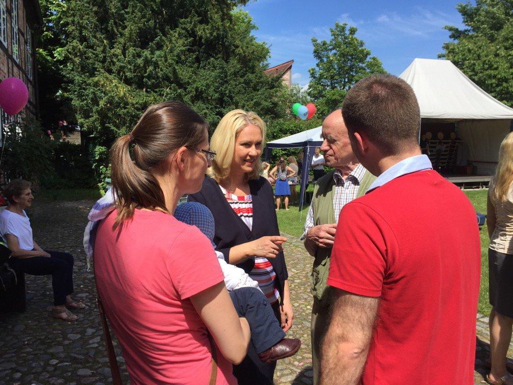 Sonnige Grüße aus #Schwerin☀️ Schöne Stimmung auf dem #SPD Kinderfest 🎈Allen einen schönen Sonntag! https://t.co/ox9c1LNxlU