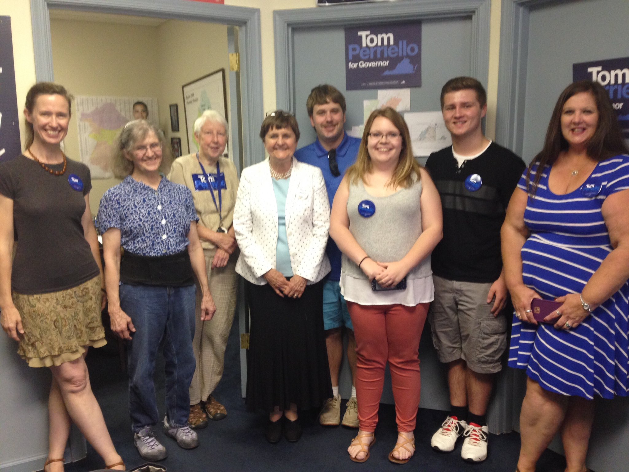 Launching a canvass for @tomperriello in Lynchburg with our awesome volunteers! #GoTomGo #TomsMom https://t.co/bTwenX7Ftg