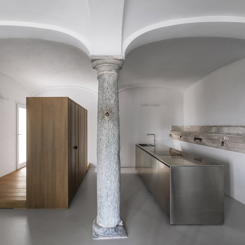 Groin-vaulted ceiling takes centre stage in revamped 18th-century property: https://t.co/oSkGSq2xUV https://t.co/6zPvSzUs85