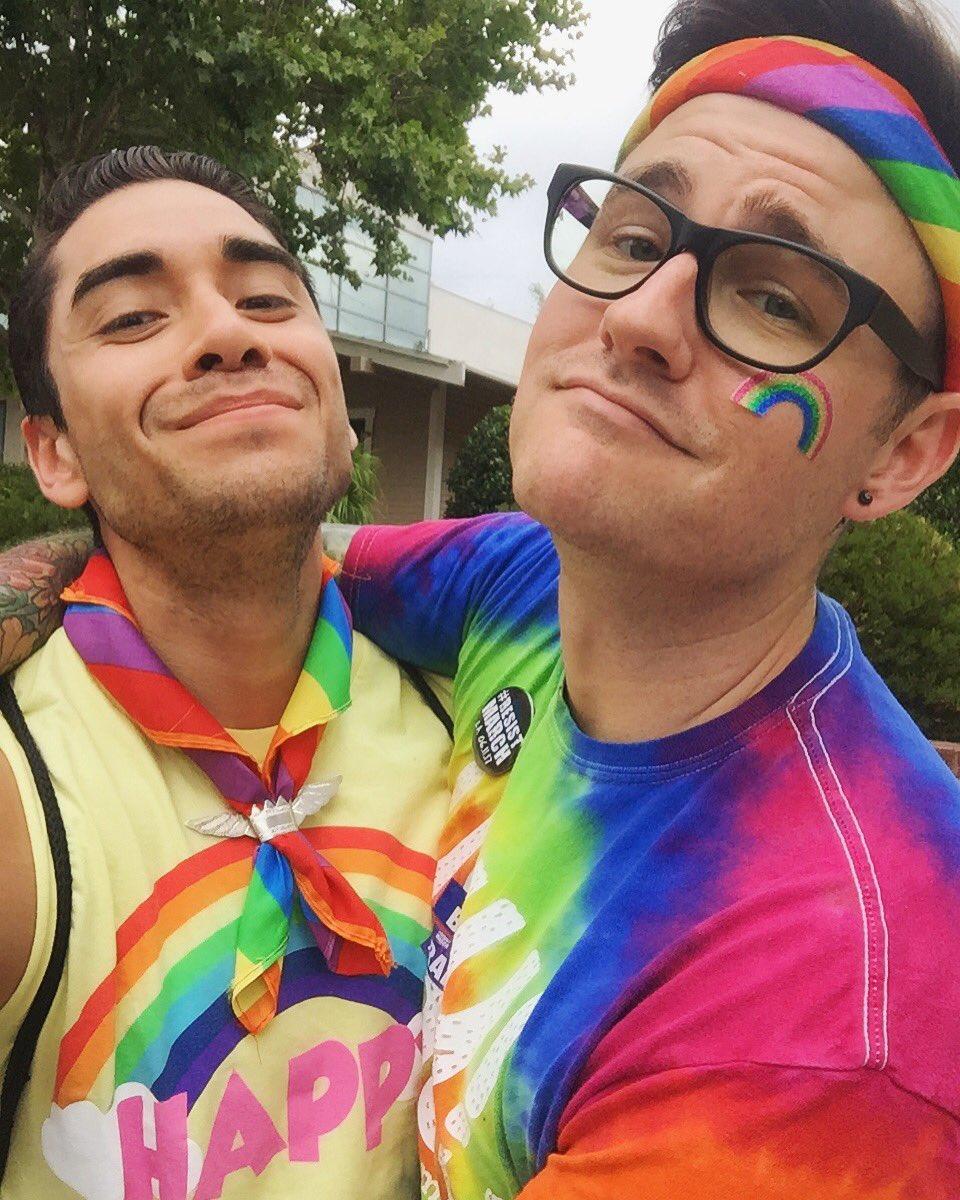 RT @shep689: 🏳️🌈 #Pride2017 #ResistMarch #LAPride https://t.co/cvgDdTTRUG