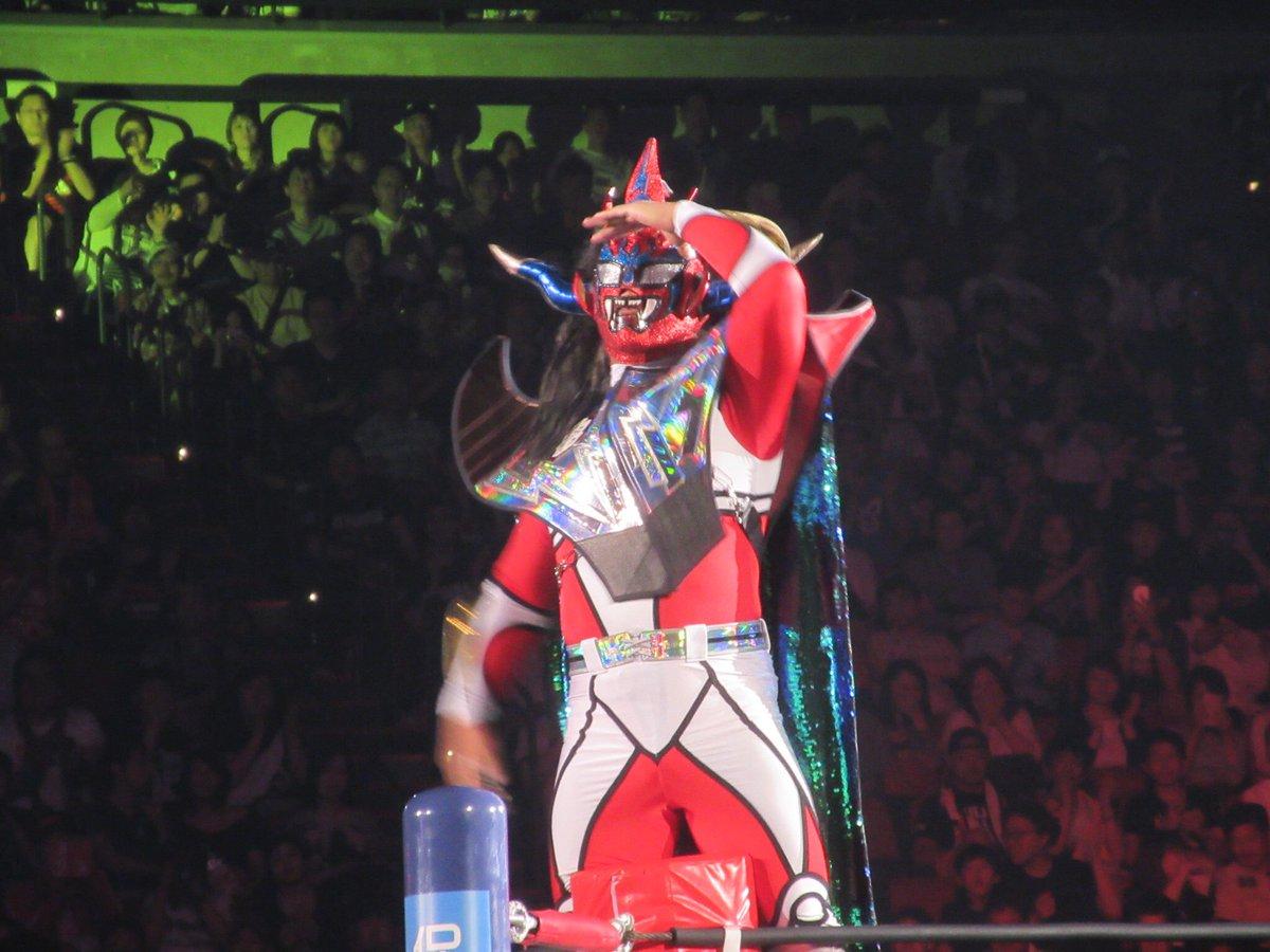 手を振るライガーさんと、タイガーマスク&タイガーマスクW競演!!#NJPW#njdominon