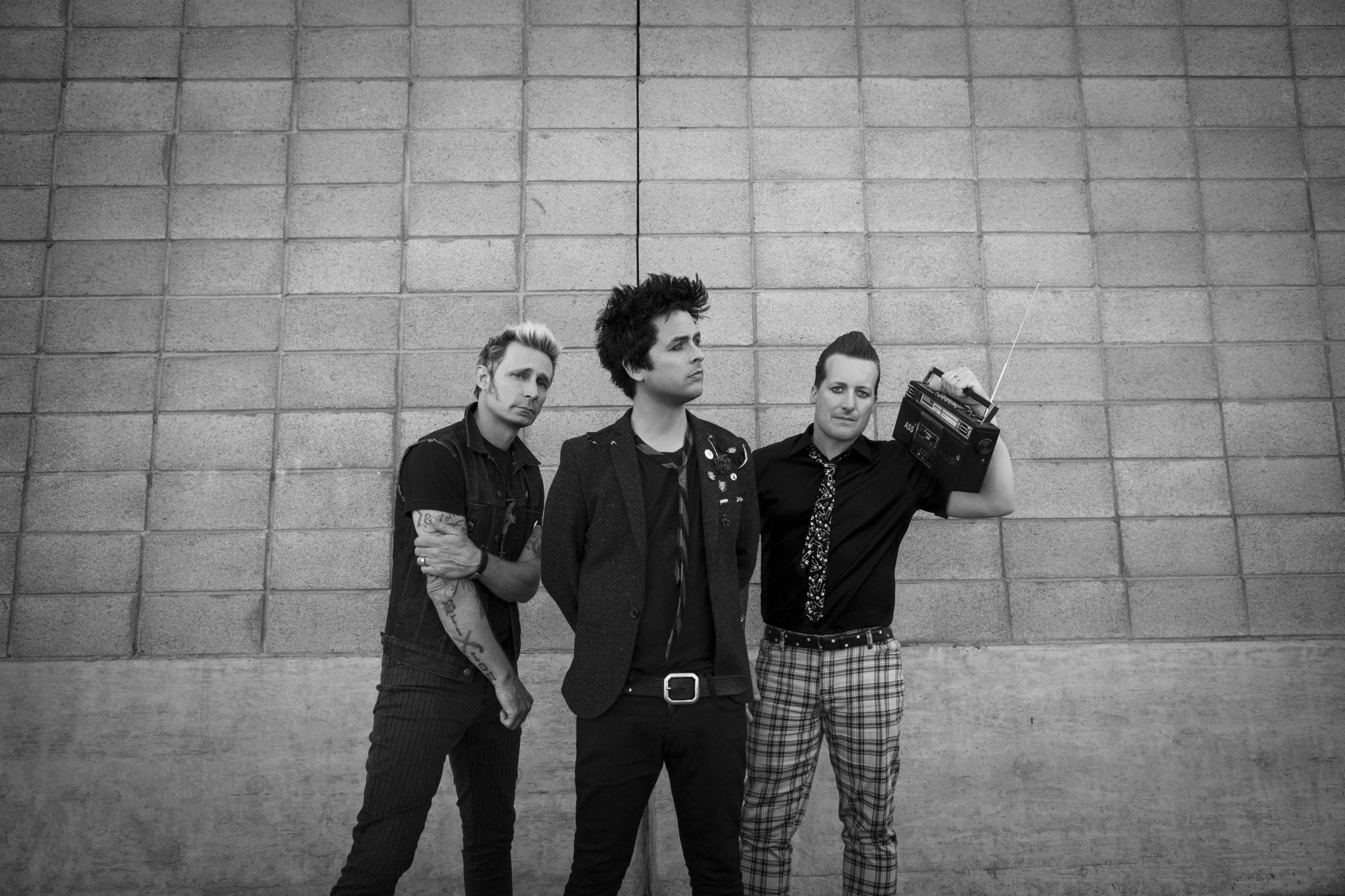 It's here! Watch @GreenDay's latest music video 'Revolution Radio!' ��  https://t.co/UyyO05yIi6 https://t.co/N4VdbwVJty