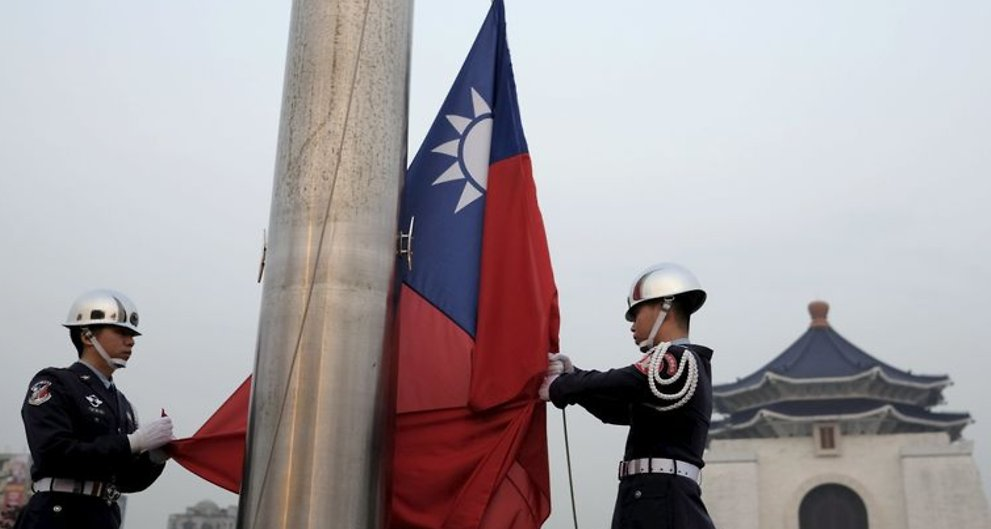 Panama cuts diplomatic ties with Taiwan, switches to Beijing