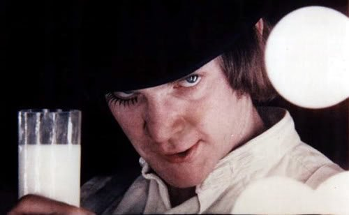 Happy birthday Mr. Malcolm Mcdowell, brindo con un Moloko plus por usted.