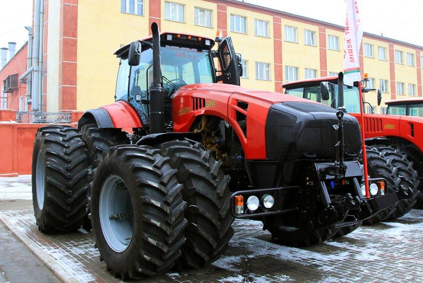 Экскурсантам за девять рублей дадут собирать тракторы Беларус