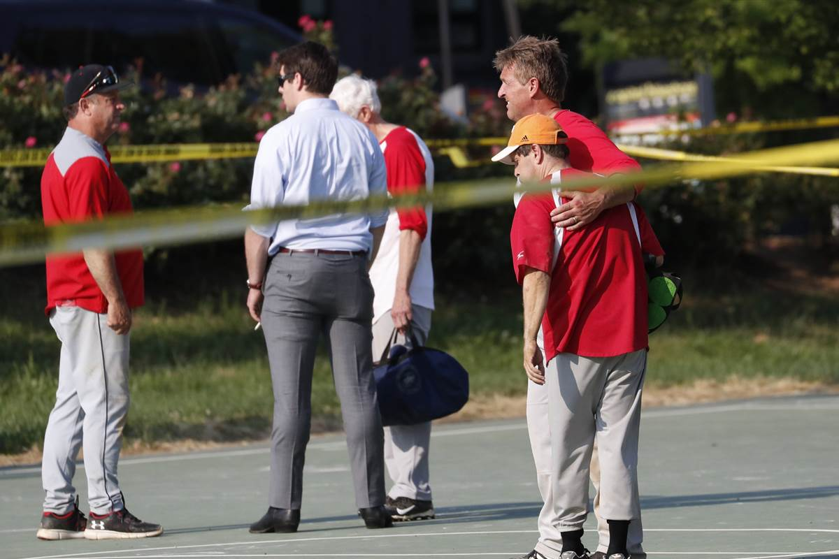 Which lawmakers were attending baseball practice where Scalise was shot?