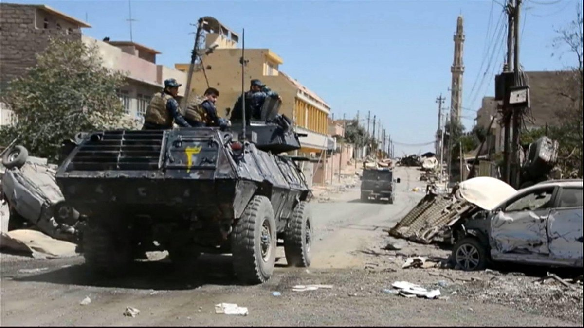 Iraqi forces advance on last ISIL district outside Mosul's old city
