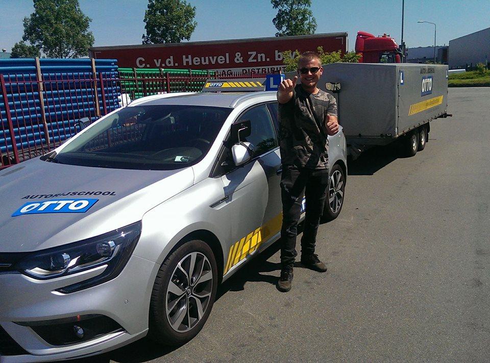 test Twitter Media - Mike de Jonge van harte gefeliciteerd met het in 1x behalen van je aanhangwagen rijbewijs. Zeer nette rit met complimenten van de examinator https://t.co/IWm4cwLXKc