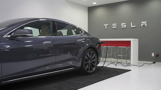 Analyst: Tesla may need to start worrying about Apple's car ambitions From @GlobeInvestor