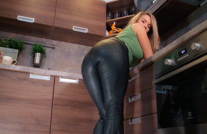 Leather goddess https://t.co/O4dFZQZRKr for all you #losers with #CEI https://t.co/cKkNKFOfCQ