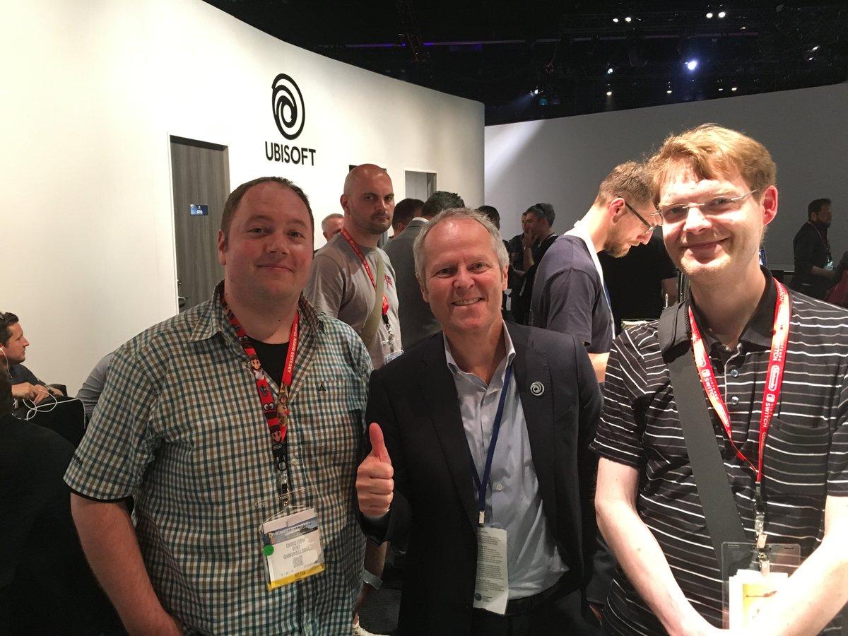 #E32017