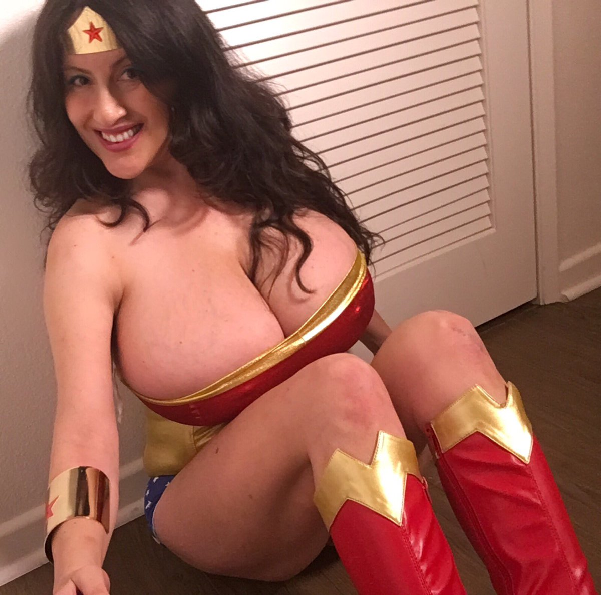 What's the difference between Hollywood's Wonder Woman and me?about 14 cup sizes lol #wonderwoman #wonder