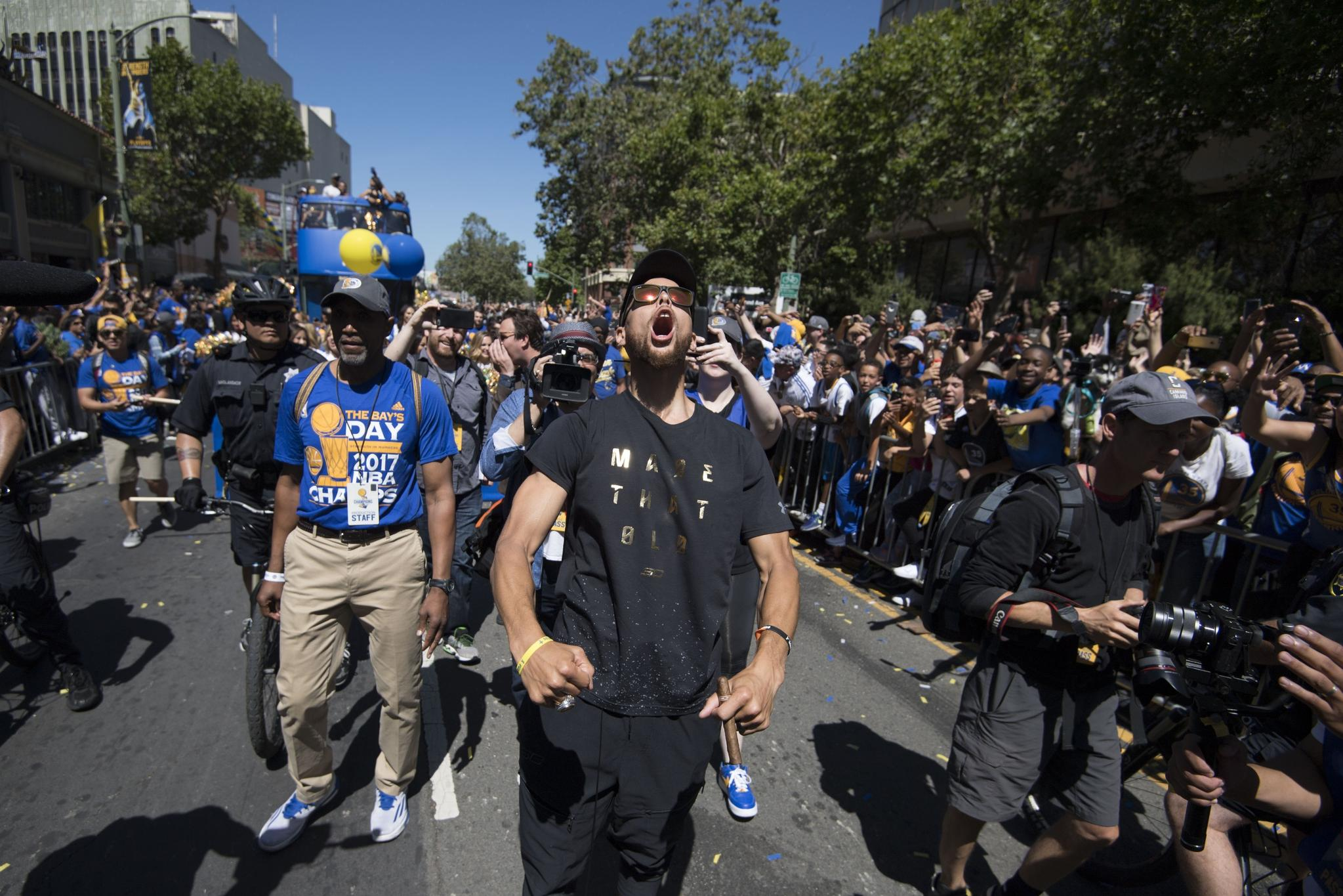Relive all the best moments from @warriors championship parade ➡️ https://t.co/9TEINt7Pxi #DubNation #WarriorsParade https://t.co/sF85uSzGaB