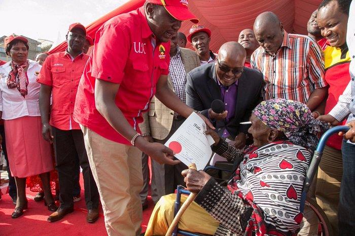 President Kenyatta issues titles for squatters in Nyeri