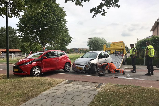Ongeval Commanderij Maasland; beide auto's worden geborgen. Vooral veel blikschade. Geen gewonden. https://t.co/0iYVMeU1Rf