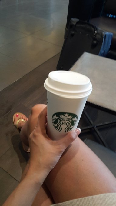 At the airport with my favorite Starbucks beverage 👍 https://t.co/Dii9jNwLyh