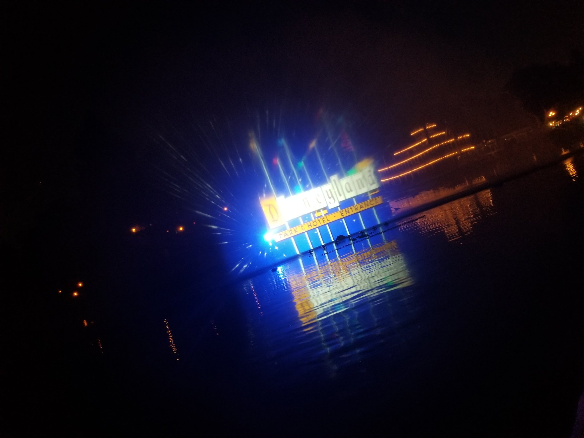Water Screen testing tonight! Trying to do fireworks, but we'll see - been 12 minutes now. Projections are crazy sharp. https://t.co/8RiXuUsn5B