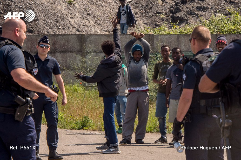 Migrants : lettre ouverte à Macron pour que 'les violences cessent' à Calais https://t.co/9M7CFIrVT7 #AFP https://t.co/dqq34JKZVR