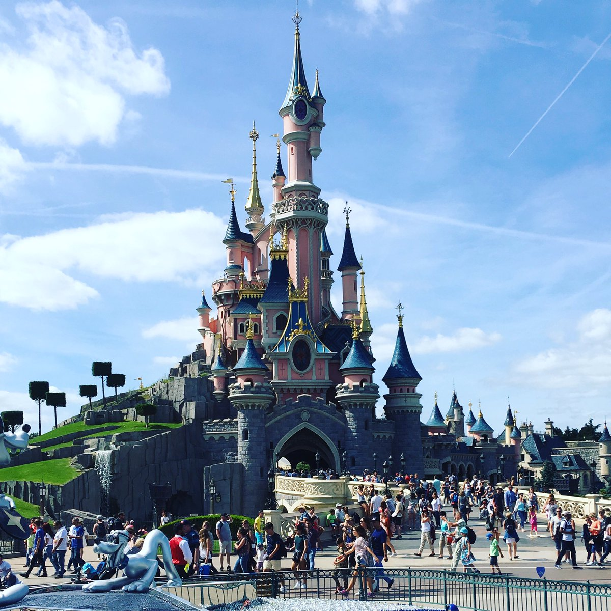 Disneyland Paris ???? Magnifique! https://t.co/zsxa5SUPdr