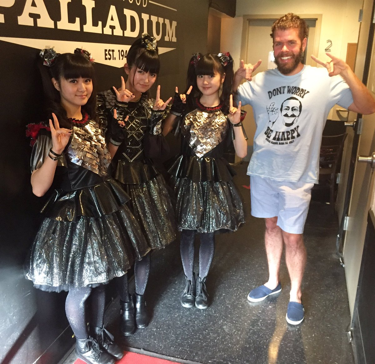 Friday nights are more fun with new friends!! @BABYMETAL_JAPAN 🤘🤘🤘🤘 https;//t.co/iZchQUCRCj https...