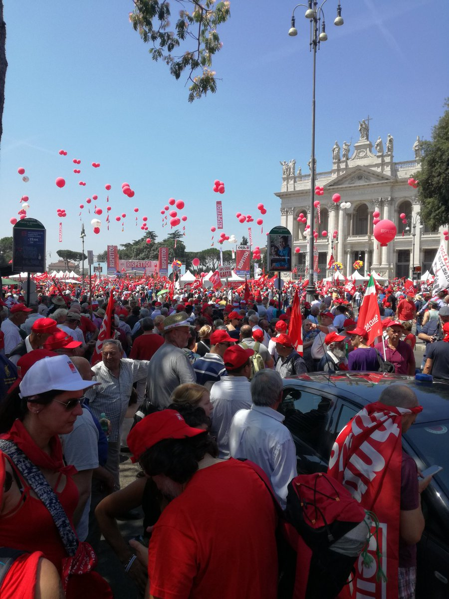 RT @fiabanto: #NonFateIBuoni Piazza San Giovanni rossa e democratica! https://t.co/sggjb93TMe
