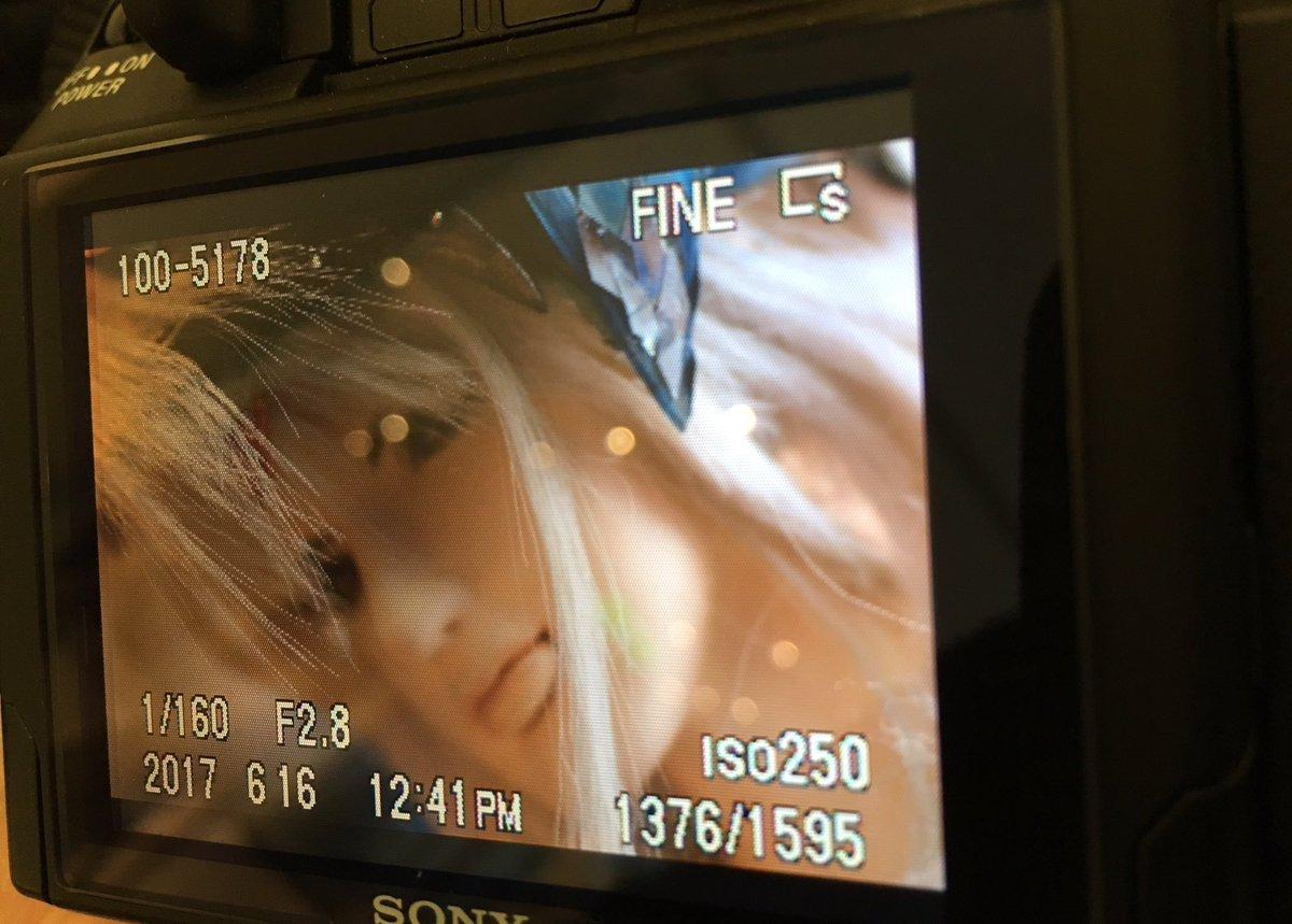 スタジオでお見かけした、待機中の凜雪鴉さんの凄味のあるオフな一枚。本編映像とは全く関係ないものです。使用した一眼レフが古