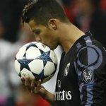 Milan sonha com Cristiano Ronaldo e admite usar Donnarumma em negociação