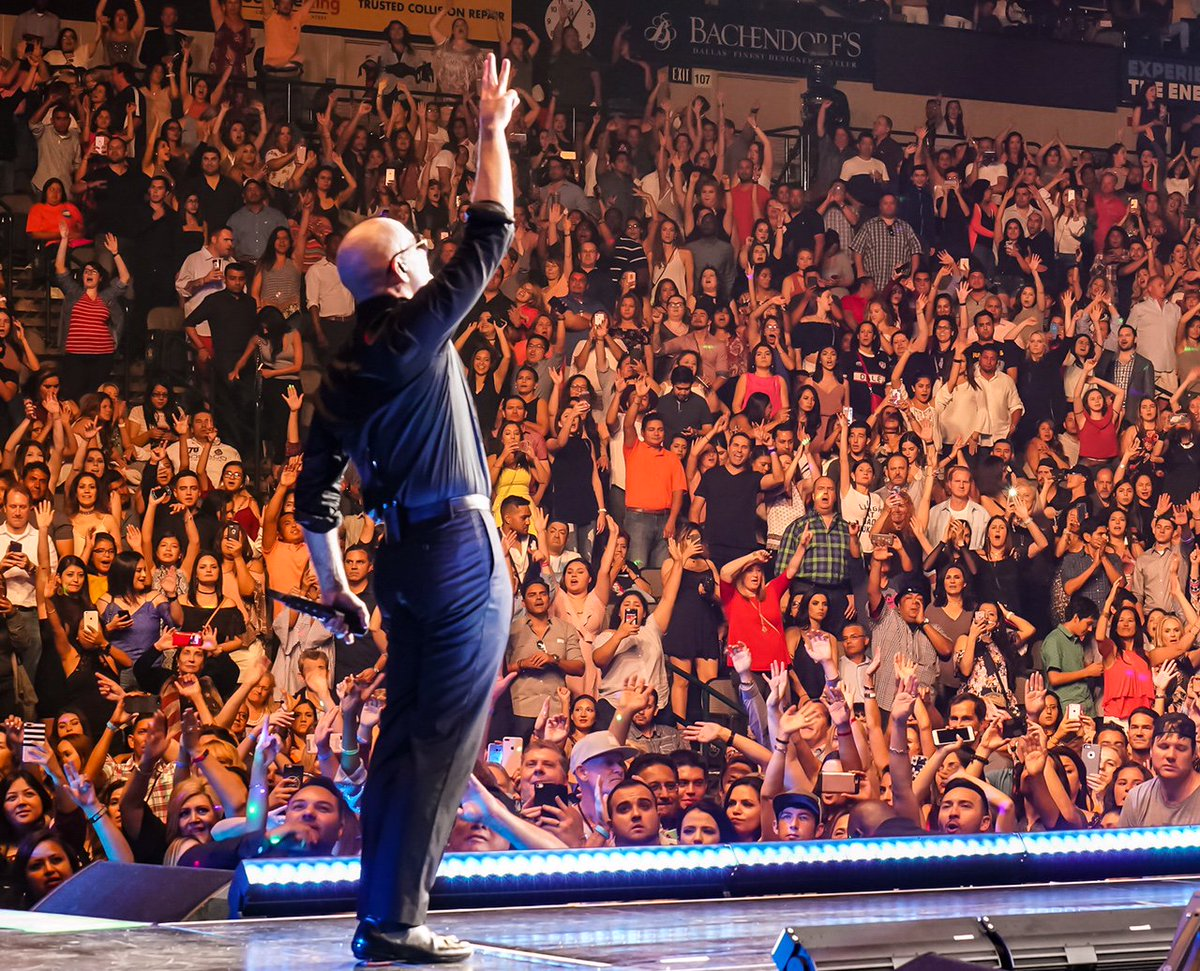 Thank you Dallas! Last night was one to remember #EnriquePitbullTour https://t.co/LnpuETwdgx
