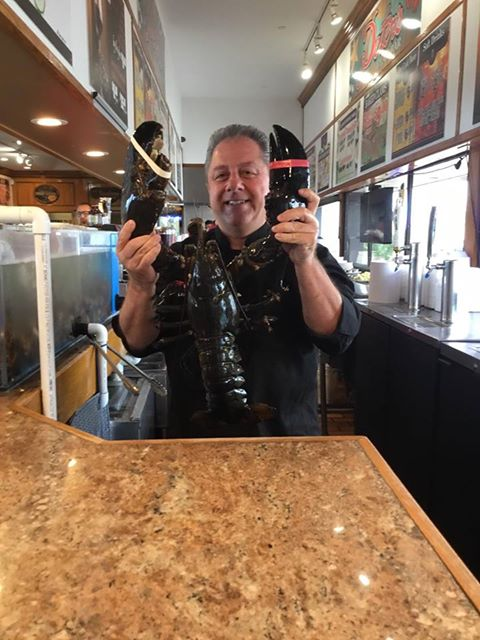132-year-old lobster freed after 20 years in restaurant tank.  wrong?https://t.co/Ck0bgP5E2C https://t.co/8ahbFwRxI7