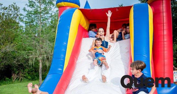 Fernanda Pontes. Foto do site da Quem Acontece que mostra Fernanda Pontes comemora o aniversário do filho caçula, Matheus, em Orlando.