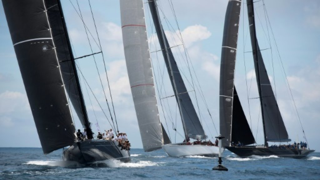 Kiwis beat USA in yacht race 1 of America's Cup