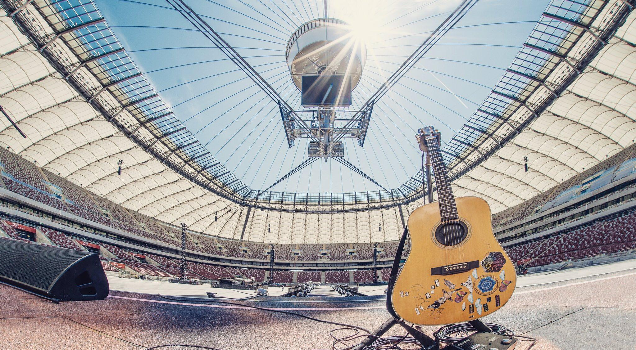 Pozdrowienia z Warszawy! #ColdplayWarsaw R42 https://t.co/awx5lTjaj7
