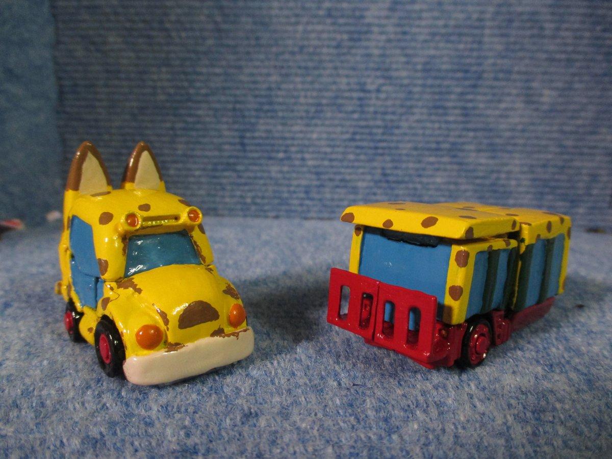 そしてビークルモードにトランスフォーム!プライムはジャパリバスに、ネメプラはバス後部に。そして連結させることによって、完