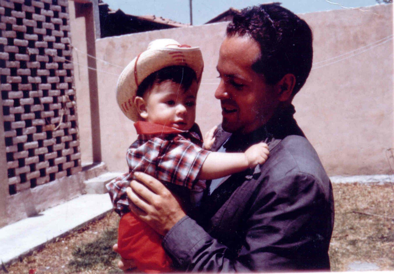 Te extraño todos los días. Te amo, papá. https://t.co/j8h3tnv6Wt