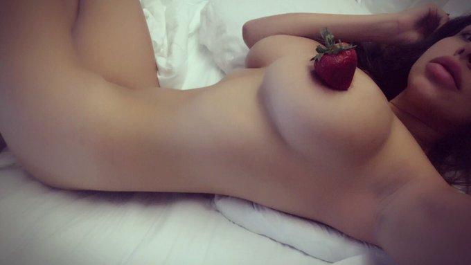 🍓Eating strawberries naked, like a roman emperor🍓 https://t.co/nCFr3CavT9