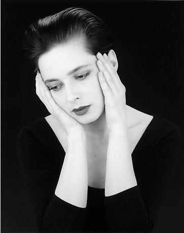 Happy birthday to Isabella Rossellini. Photo by Robert Mapplethorpe, 1988.