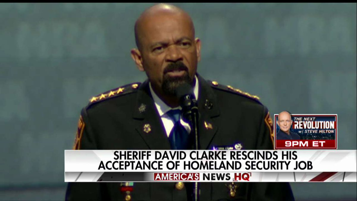 .@SheriffClarke rescinds his acceptance of @DHSgov job. https://t.co/807ogIuLuh https://t.co/qkwEqowYJH