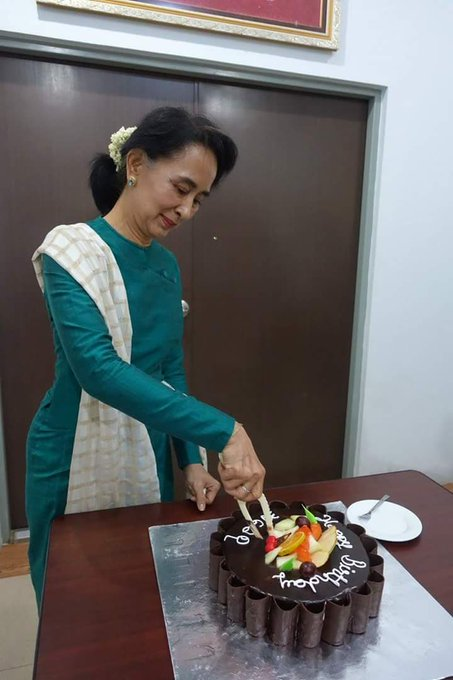 Happy Birthday to the lady of no fear !  Today is Daw Aung San Suu Kyi\s 72th Birthday.