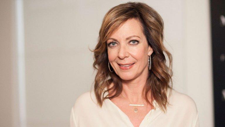 Awards Chatter podcast — Allison Janney (@AllisonBJanney) of @MomCBS