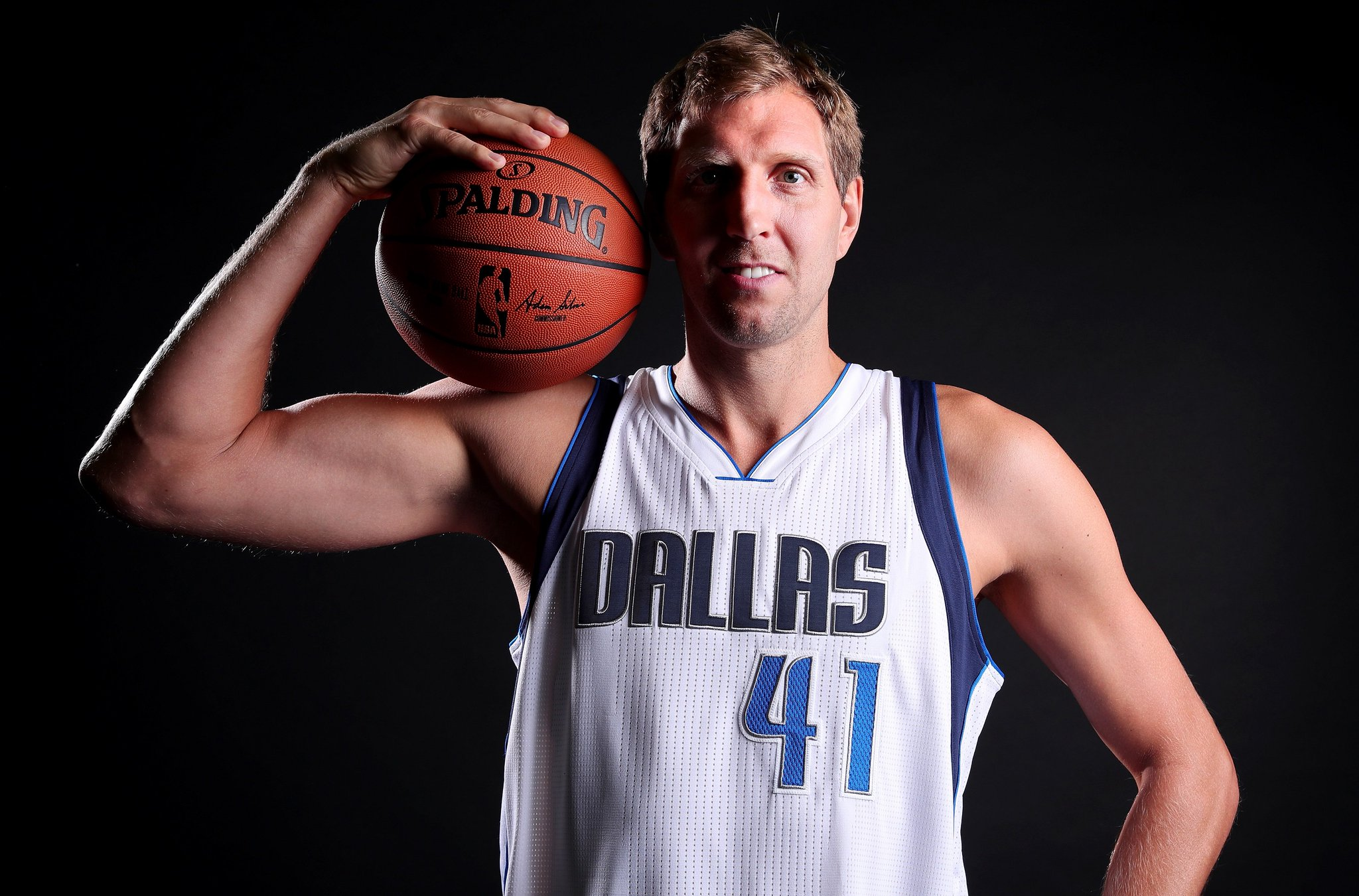 Join us in wishing @swish41 of the @dallasmavs a HAPPY 39th BIRTHDAY! #NBABDAY #MFFL https://t.co/9BmrHnbr25