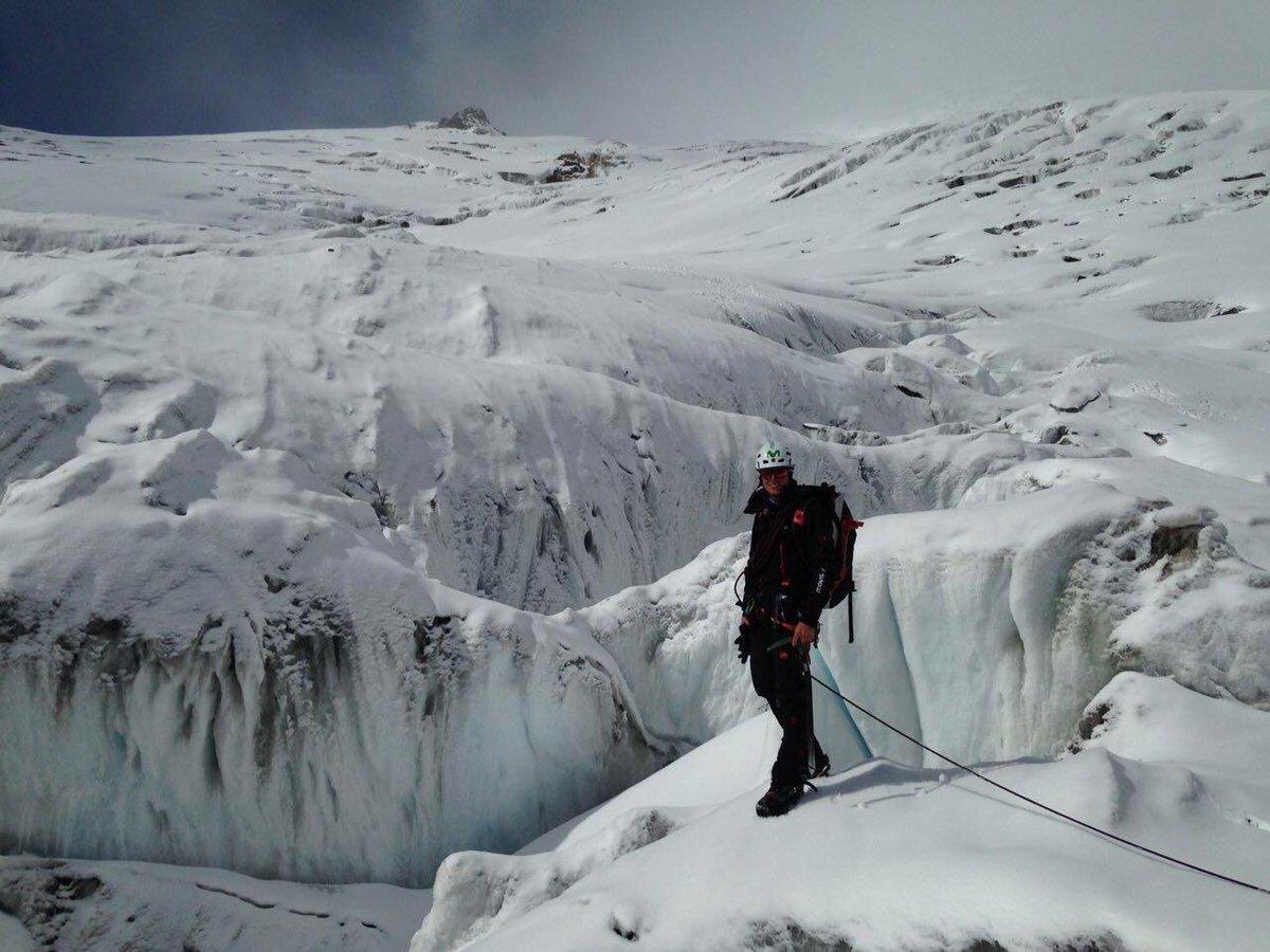 test Twitter Media - Descubriendo las hermosas formas y colores de los glaciares. Cayambe 5790m. foto @karlmtb https://t.co/zMbtB2QU5Y