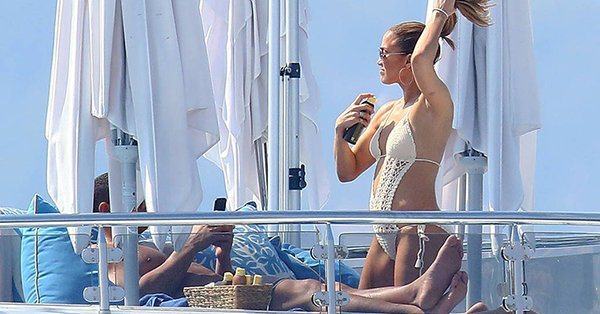 Jennifer Lopez and Alex Rodriguez took a romantic trip to France and it's sexy as hell: