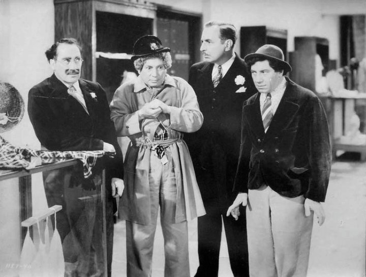 Grover:If you're a detective,I'm a monkey's uncle #Groucho:Keep your family out of this! #BigStore released OTD 1941 https://t.co/KIAwYDWGKY