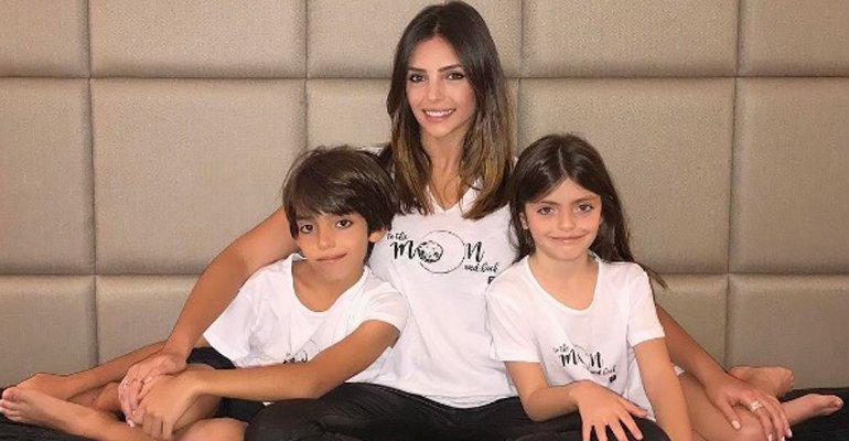Carol Celico. Foto do site da Caras Brasil que mostra Carol Celico rebate críticas por viajar com o namorado e sem os filhos. Veja o desabafo