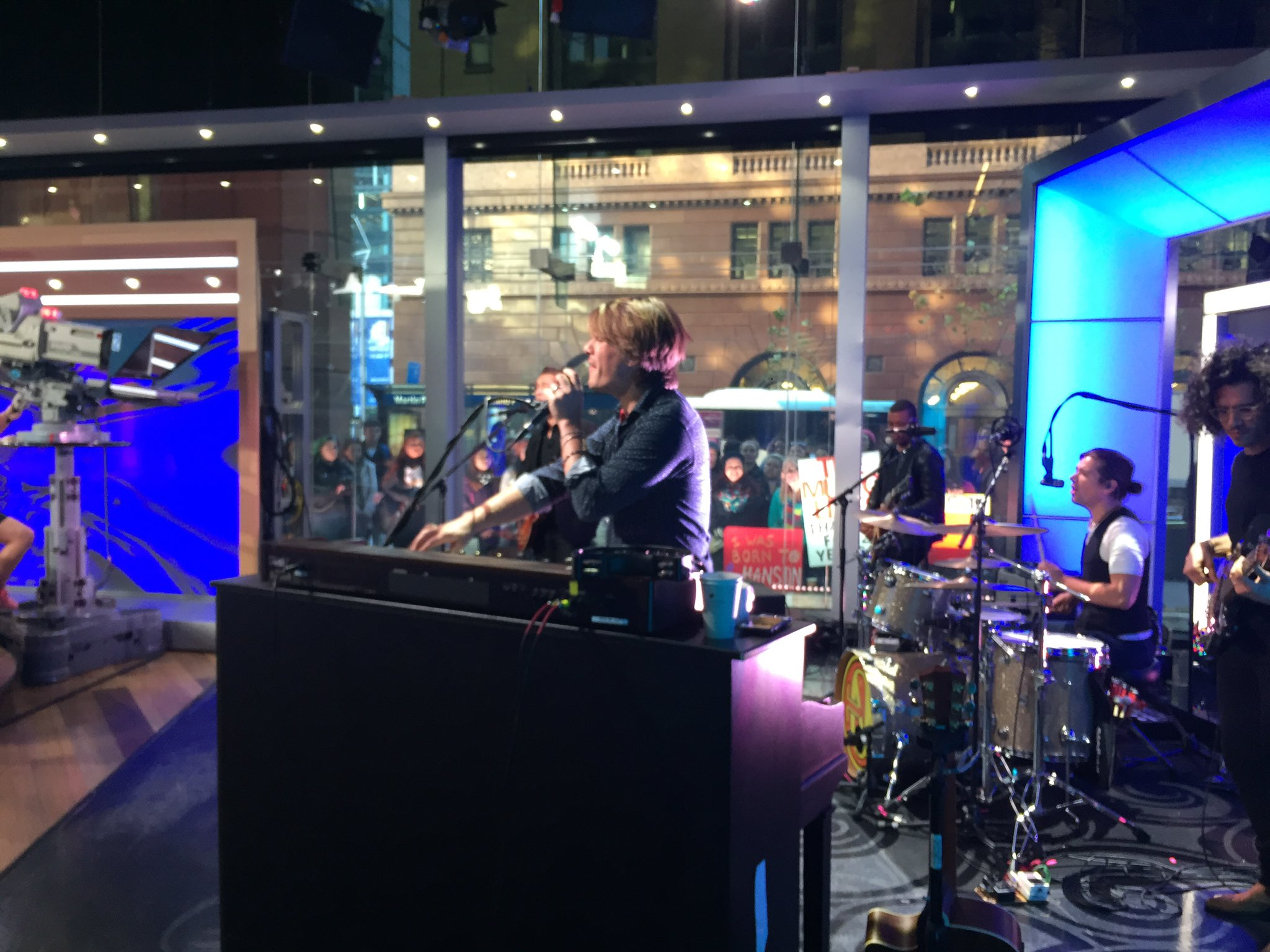 Live on @sunriseon7 - stay tuned to hear more music. https://t.co/sWRP07sKBQ
