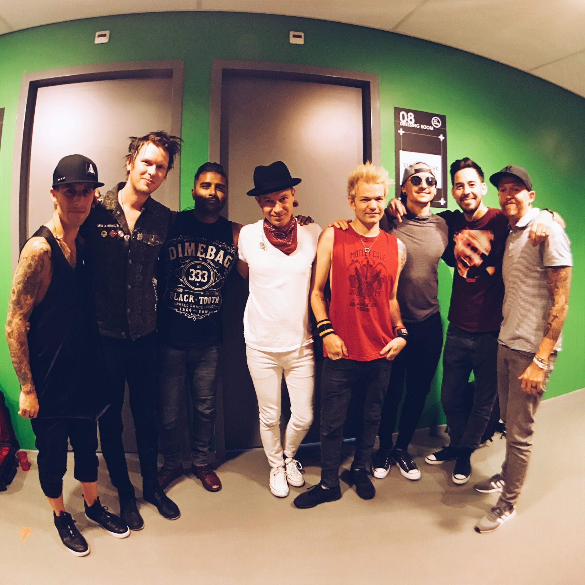 Great to share the stage again with @Sum41 #OneMoreLight https://t.co/JGgKXXnjgG